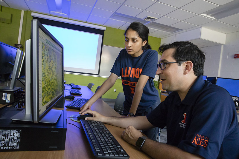 Nicolas Martin (foreground) works with student to visualize digital field data.