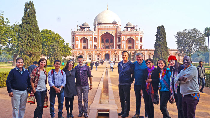 Group of students posing in front of Taj Mahal.